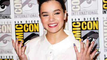 Hailee Steinfeld Nails It at Comic Con