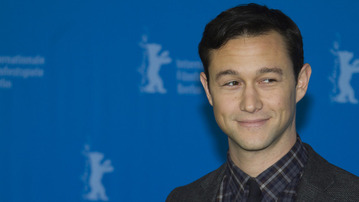 "Joseph Gordon-Levitt Silently Redefines the Word ""Awesome"" in Lip-Sync Karaoke"