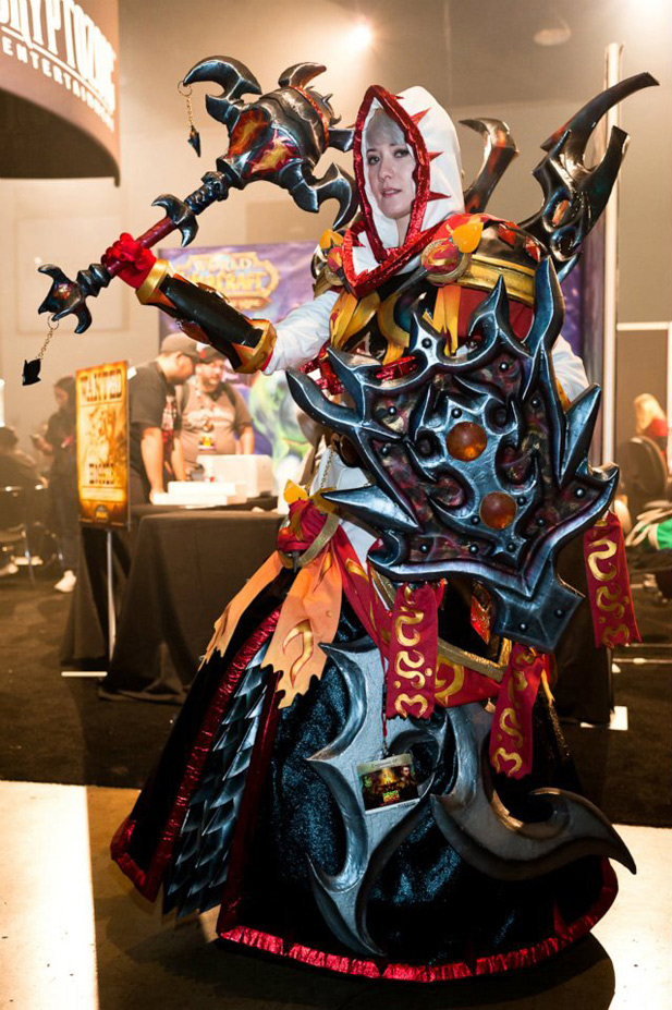 World Of Warcraft Cosplay Paladin Back Next moreWorld Of Warcraft Cosplay Warrior