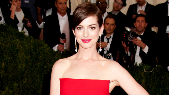 Anne Hathaway Doesn't Care If We Like Her (Which Sorta Makes Us Really Like Her)