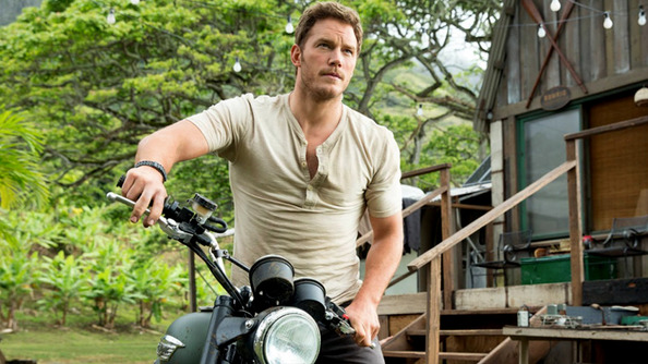 <i>Jurassic World</i> Has the Exact Right Amount of Dinosaurs, Scared Faces and Strapping Chris Pratts