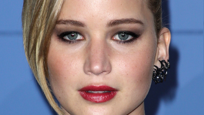 EXCELLENT NEWS: The #1 Thing JLaw Wants in a Relationship is COOL RANCH DORITOS