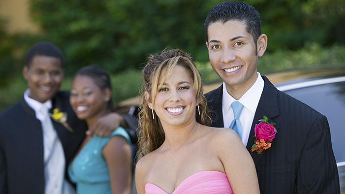 20 Ways to React If Your Platonic Friend Tries to Hit On You at Prom