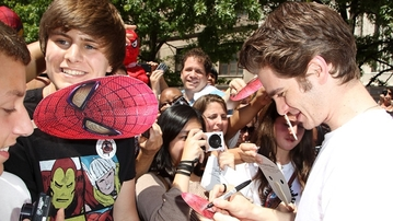 SPIDER-MAN WEEK: Andrew Garfield Hosts