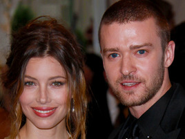 Justin Timberlake is ENGAGED?!? To Jessica Biel?! WHAT IS GOING ON?!?