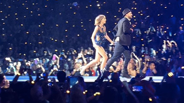 "Video: Taylor Swift Sang ""Smelly Cat"" With Pheebes, ""Mirror"" With Blast-From-the-Past JT"